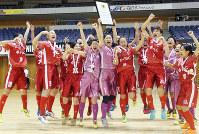 第14回全日本女子フットサル選手権大会に優勝して喜ぶ福井丸岡ラックの選手たち=札幌市で、同チーム提供