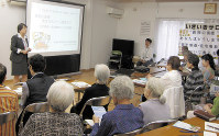 地域の高齢者を対象に「最期の医療あなたはどうしますか?」と題して横須賀市の担当者が講演