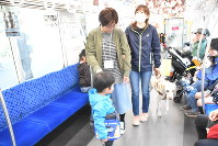列車内での誘導支援を学ぶ参加者