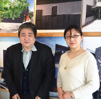 建てようネット和歌山の相馬和彦社長(左)とスタッフの橋本麻生さん=すみたに提供