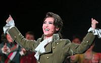 フランス革命の終焉を生きた革命家マクシミリアン・ロベスピエール(望海風斗)=宝塚大劇場で
