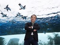 「魅了する水族館」づくりを後進たちに教えている。彼らの作った水族館を巡るのが引退後の夢だ=東京都豊島区のサンシャイン水族館で2017年10月25日、小出洋平撮影
