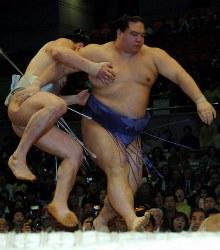 ○安馬 ひっかけ 魁皇●=2006年3月12日、幾島健太郎写す