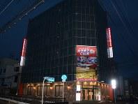 日馬富士関が前頭・貴ノ岩関に暴行した現場となったラウンジが入るビル=鳥取市で17日午後5時11分、李英浩撮影