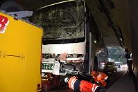 馬廻トンネルで多重事故に巻き込まれた大型バス