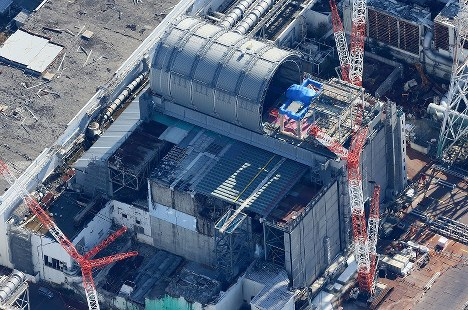 東京電力福島第1原発3号機=福島県で2017年11月21日午前11時52分、本社ヘリから宮武祐希撮影