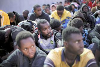 リビア:アフリカ系移民を奴隷売...