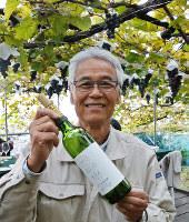 「大阪のワインの魅力をしっかり伝えたい」と話すカタシモワイナリーの高井利洋さん=大阪府柏原市で、倉田陶子撮影