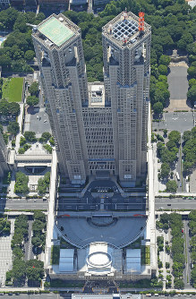 This file photo shows the Tokyo Metropolitan Government building on June 19, 2017, from a Mainichi helicopter. (Mainichi)
