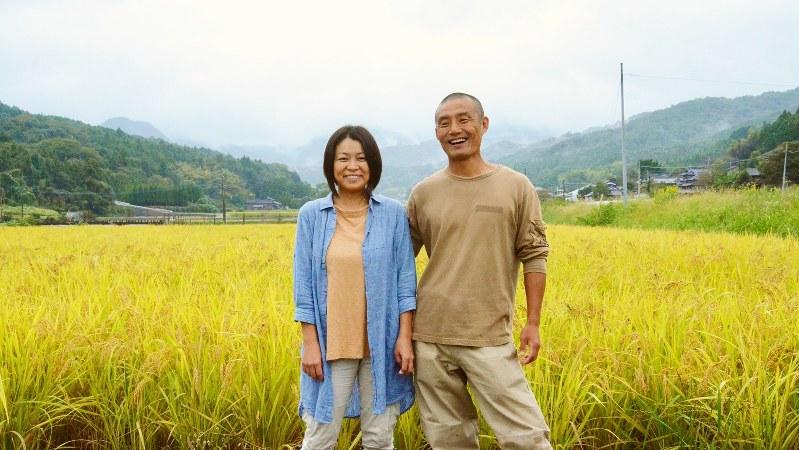 村田光貴さんと妻の恵さん=小高朋子撮影