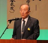 遺跡の保存と活用について講演する高倉教授