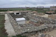 1世紀ごろに建てられたとみられる古代ローマ都市ウルピナの遺跡。この地域での政治、文化、経済の中心だったとされる=コソボの首都プリシュティナ近郊で2017年11月15日、松井聡撮影