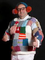 世界一「ダサい」セーター選手権の参加者=ロイター