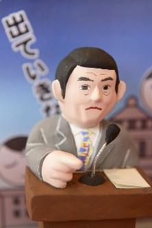 政治家の暴言や失言をテーマにした「暴言・失言雛」=東京都台東区で2017年11月28日午後0時17分、渡部直樹撮影