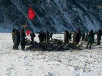 厳寒の中、堆肥づくりに動員された女性たち=北朝鮮中部地域で2015年1月、キム・ドンチョル氏撮影