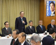 Liberal Democratic Party Headquarters for the Promotion of Revision to the Constitution Director Hiroyuki Hosoda, second from left, addresses the general assembly at the party's headquarters in Tokyo's Chiyoda Ward on Nov. 28, 2017. (Mainichi)