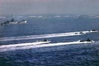 1945年4月1日、米第10軍主力は上陸地点、嘉手納海岸へ進攻、ところが日本軍は水際撃退の作戦を放棄、このため米軍は兵員の損害もなく上陸に成功