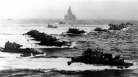 3月26日、米軍はまず沖縄西方の慶良間列島に上陸。つづいて4月1日早朝沖縄中部西岸に進攻を開始した