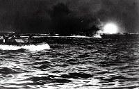 硫黄島守備隊の玉砕が発表されて5日後の1945年3月26日、まず慶良間に上陸した米軍は沖縄本島に進攻を開始した