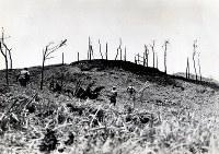 「キングズ・ヒル」と名づけた丘を攻める米兵