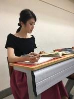 大学で勉強する2018ミス・インターナショナル日本代表、杉本雛乃さん=一般社団法人「国際文化協会」提供
