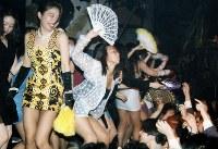 「ディスコの殿堂」と有名になった東京・芝浦のジュリアナ東京=1993年4月28日、松田嘉徳撮影