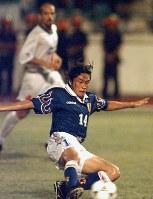 サッカーW杯フランス大会のアジア第3代表を決めるイラン戦の延長後半、岡野の決勝ゴールで日本代表がW杯初出場を決める=マレーシア・ジョホールバルで1997年11月16日、藤井太郎撮影