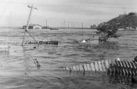 青森県八戸市を襲ったチリ地震津波=八戸海上保安部提供