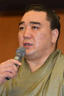 Harumafuji is seen at a press conference relating to his retirement in Dazaifu, Fukuoka Prefecture, on Nov. 29, 2017. (Mainichi)