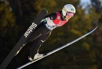 【ノルディックスキーW杯・ジャンプ女子第3戦ラージヒル】 高梨沙羅の1回目の飛躍=ノルウェー・リレハンメルで2017年12月3日午前11時10分、宮間俊樹撮影