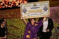 「クラッシュ・ロワイヤル」の世界一決定戦で優勝したメキシコのセルジオラモスさん=英ロンドンのカッパー・ボックスアリーナで2017年12月3日、兵頭和行撮影