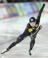 女子500メートルで日本記録を更新し、優勝した小平奈緒=カナダ・カルガリーで2017年12月3日、佐々木順一撮影