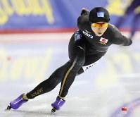 女子1500メートルで日本記録を更新し、優勝した高木美帆=カナダ・カルガリーで2017年12月3日、佐々木順一撮影