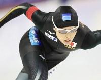 女子500メートルで3位になった郷亜里砂=カナダ・カルガリーで2017年12月3日、佐々木順一撮影