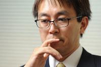 自身の半生を振り返る棋士の羽生善治王位=東京都渋谷区の将棋会館で2016年9月2日、北山夏帆撮影