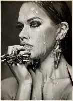 海外の女性モデルの写真を見ながら鉛筆で描いた作品=大森浩平さん提供