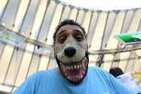 【コロンビア・ウルグアイ】今にも噛みつきそうなウルグアイのサポーター=ブラジル・リオデジャネイロのマラカナン競技場で2014年6月28日、宮間俊樹撮影