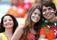 【オランダ・メキシコ】盛り上がるサポーター=ブラジル・フォルタレザのカステラン競技場で2014年6月29日、小出洋平撮影