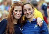 【フランス・ドイツ】盛り上がるフランスの女性サポーター=2014年7月4日、ゲッティ