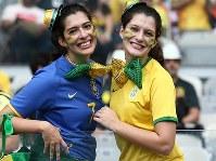 【ブラジル・ドイツ】盛り上がるブラジルの女性サポーター=ブラジル・ベロオリゾンテのミネイラン競技場で2014年7月8日、小出洋平撮影