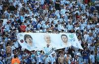 【ドイツ・アルゼンチン】試合前、盛り上がるアルゼンチンサポーター=ブラジル・リオデジャネイロのマラカナン競技場で2014年7月13日、小出洋平撮影