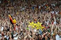 【ドイツ・アルゼンチン】4回目の優勝を喜ぶドイツサポーター=ブラジル・リオデジャネイロのマラカナン競技場で2014年7月13日、小出洋平撮影