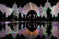試験点灯された「神戸ルミナリエ」。阪神大震災の犠牲者の鎮魂と復興への希望を託した光が水たまりに映えた。8日夕に点灯式があり、17日まで街を彩る=神戸市中央区で2017年12月4日午後10時17分、久保玲撮影