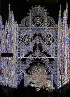 試験点灯された「神戸ルミナリエ」=神戸市中央区で2017年12月4日午後10時2分、久保玲撮影