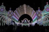 試験点灯された「神戸ルミナリエ」=神戸市中央区で2017年12月4日午後10時12分、久保玲撮影