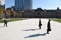整備工事が完了した東京駅駅前広場=東京都千代田区で2017年12月7日午前10時22分、丸山博撮影