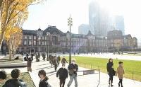 整備工事が完了した東京駅丸の内駅前広場=東京都千代田区で2017年12月7日午前10時6分、丸山博撮影
