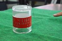 米軍機から落下したとみられる筒状の物=沖縄県宜野湾市の宜野湾署で2017年12月7日午後2時33分、佐藤敬一撮影