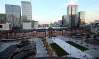リニューアル工事が終わり、オープンしたJR東京駅の「丸の内駅前広場」=東京都千代田区の新丸ビルで2017年12月7日午後4時19分、小川昌宏撮影