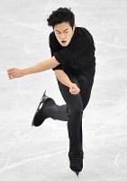 【フィギュアGPファイナル】 男子SPで演技するネーサン・チェン=名古屋市南区の日本ガイシホールで2017年12月7日、宮間俊樹撮影
